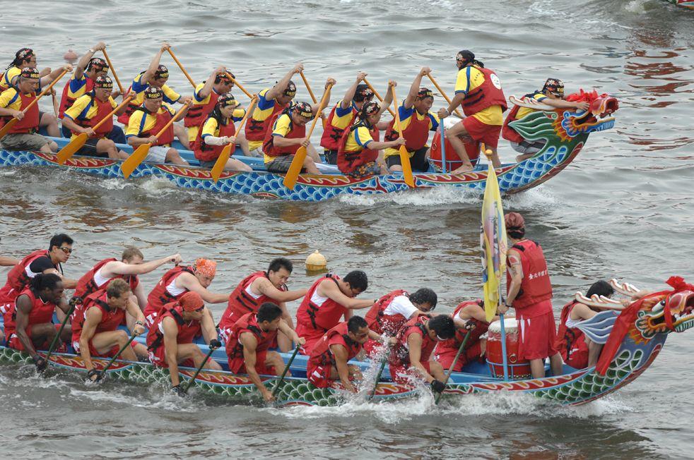 Dragon Boat Festival firas inte bara i Kina utan även på andra platser som här i Singapore